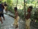 伝統衣装の子供たち