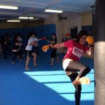 女性のための格闘技エ…