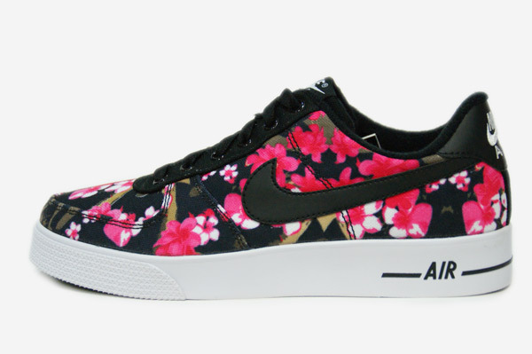 nike schuhe mit blumen print faelschung. Black Bedroom Furniture Sets. Home Design Ideas