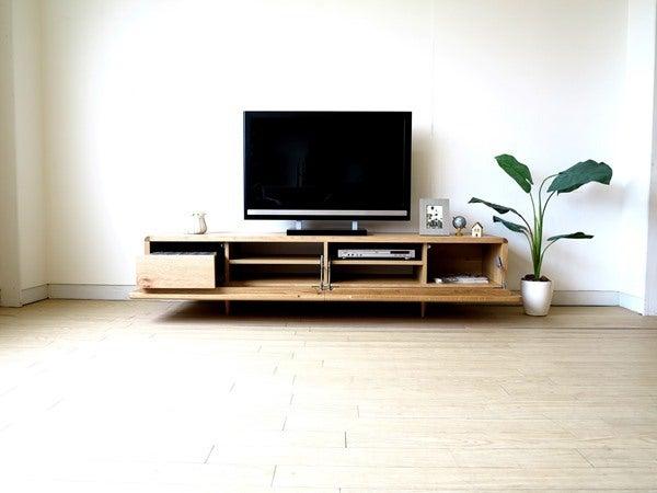 ナラ材を使用した北欧テイストのテレビボード