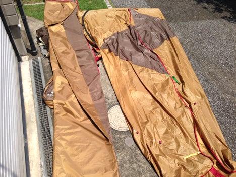 先週のキャンプで湿っていたテントとタープを乾燥2
