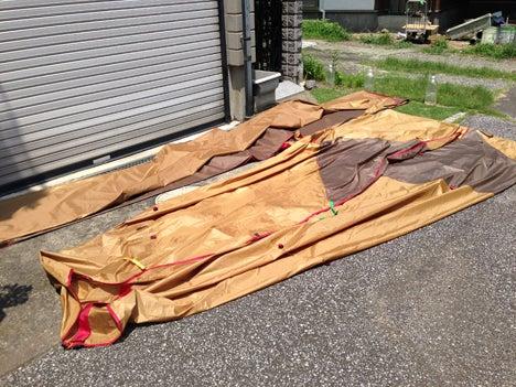 先週のキャンプで湿っていたテントとタープを乾燥