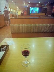 上海駅前のサイゼリアでワイン