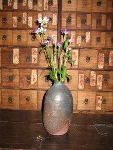 4薪で焼いた花器