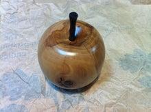 リンゴの木でできたリンゴ