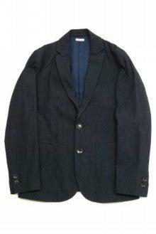20fece3d90d47 ジュンヤらしい切り替えしデザインが特徴的な一着。 カラーリングも絶妙でフロントはスタンドカラーでの着用も可能で何通りもの着こなしを楽しめます。