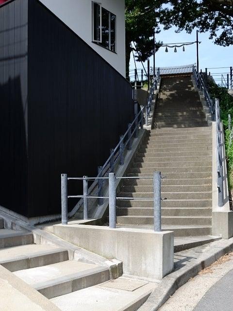 新店舗へのアクセス 住吉神社の階段