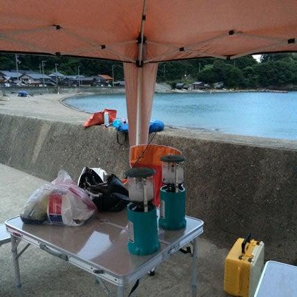 伊根の釣り場でキャンプの準備