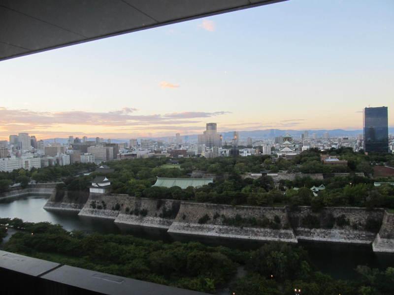 大阪城の日は暮れて