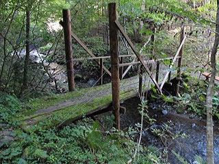 夏無川に掛かる木橋