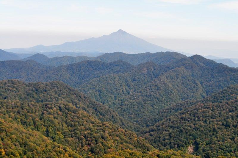 白神山地の二ツ森から見た岩木山方面