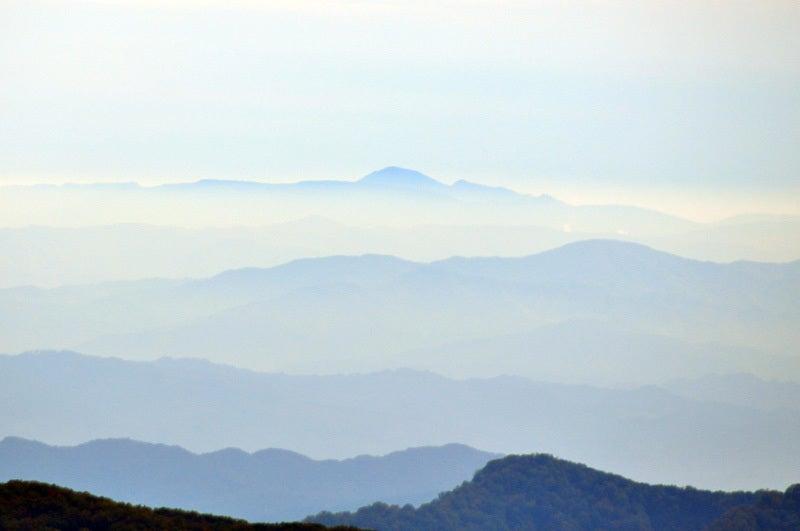 白神山地の二ツ森から見た岩手山