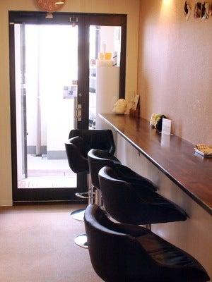 譲渡型猫カフェ「にゃんくる」カフェカウンター