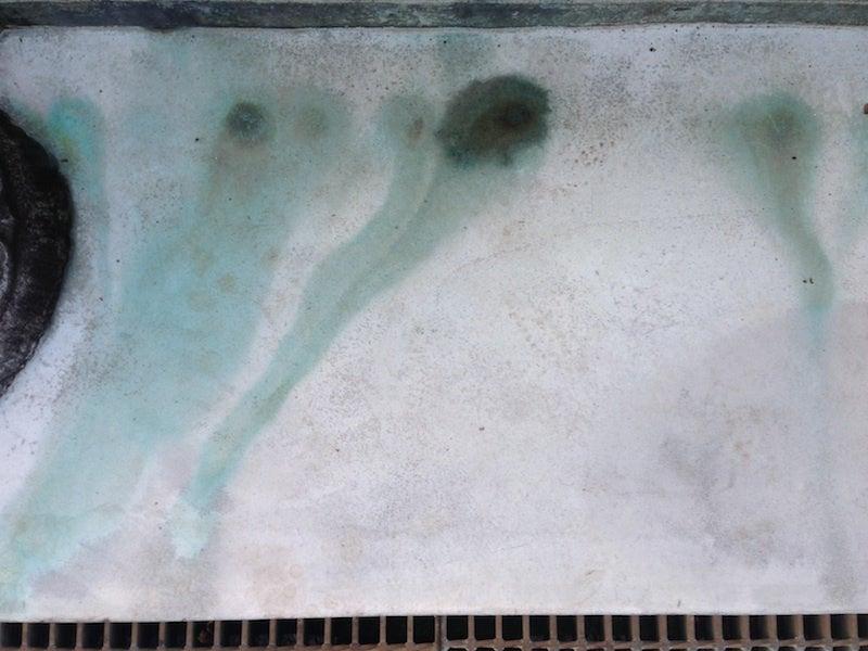 水墨画のような地面