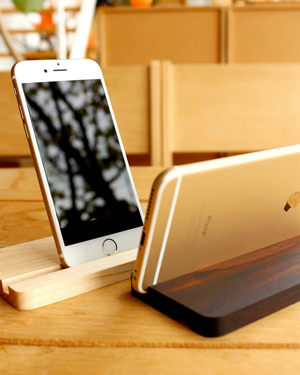 iPhone6/6Plus用木製スタンド