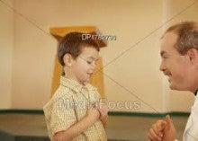 教会の少年