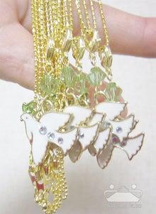 白い鳩のネックレス