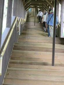 記念館への階段