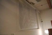窓とロールカーテン(閉)