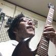 桑原 ギターを弾く …