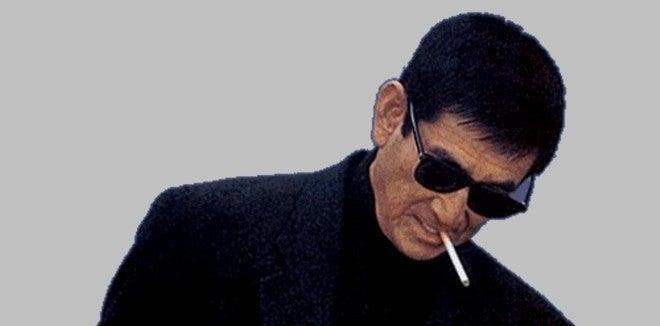 サングラスにタバコの高倉健