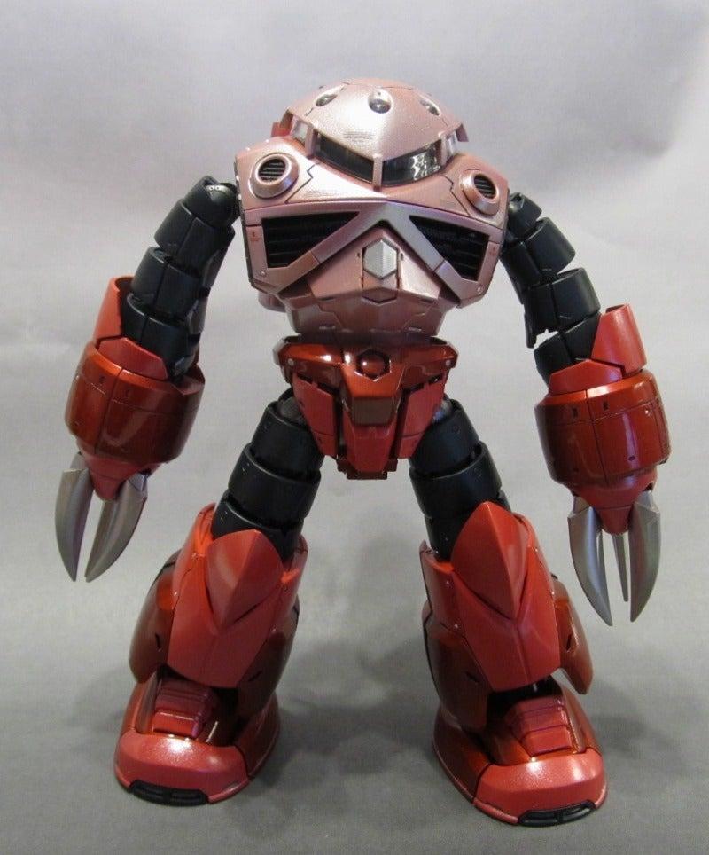 今回のズゴックは、設定色のイメージを残しつつ、 胴体部分のピンク2色と薄い赤色をパールカラーに濃い赤色部分をキャンディーカラー仕上げとしてみました。