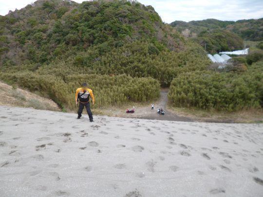 砂丘を登るおんさん