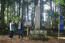 吉継の墓と仁王