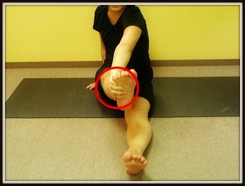 改善ストレッチ|膝下O脚(XO脚)O脚 ふくらはぎ・膝下の外側のゆがみ|中目黒整体レメディオが教える 大転子 骨盤 膝下O脚のなおし方
