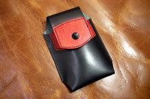 スマホケース黒×赤Iさん1412-1