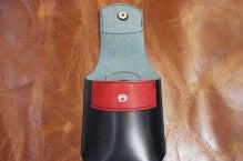 スマホケース黒×赤Iさん1412-4