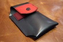 スマホケース黒×赤Iさん1412-5