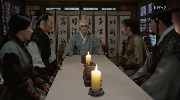 宇喜多秀家の部下として朝鮮の尊い絵画と陶磁器など戦利品を手に入れるのに熱を入れています先王達の墓地を荒らしたのも王宝を手に入れる為だったのでしょうとカヒ