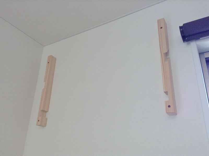 壁面(石膏ボード)に神棚の支柱を固定