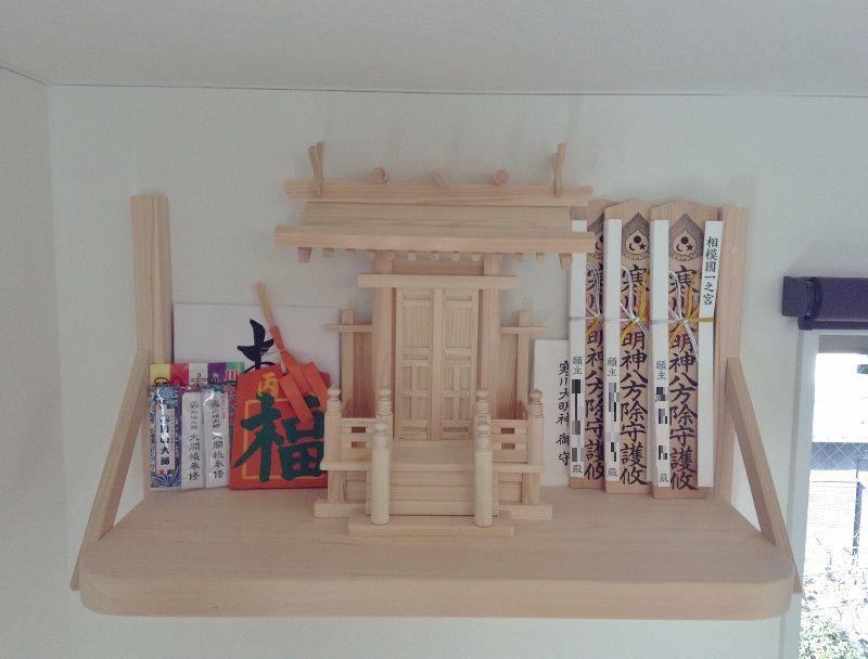 相模国一之宮寒川神社の御紙札を祀る神棚