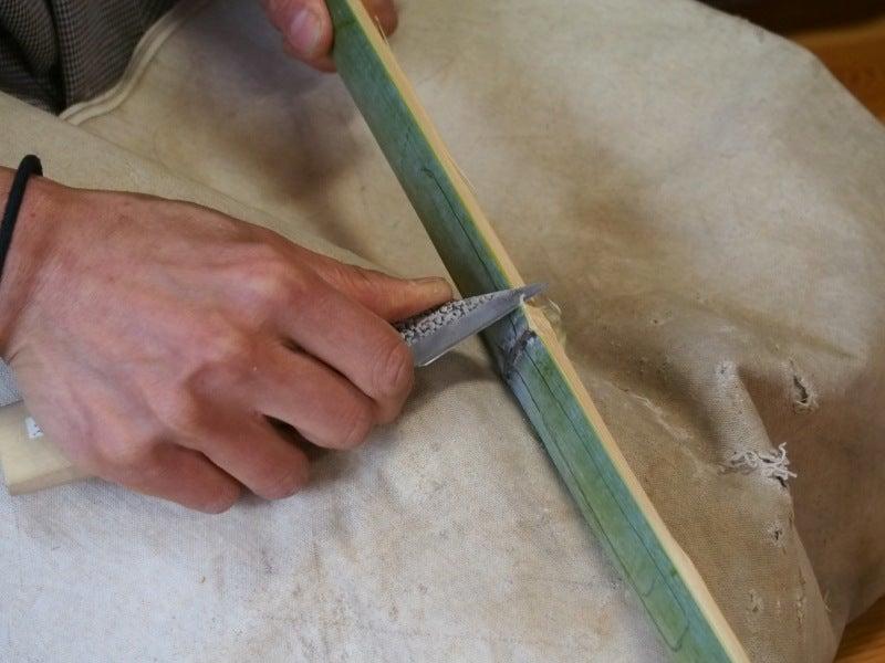 竹と切り出しナイフ