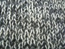 手編みのセーター接写