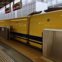 只今、東京駅の新幹線…