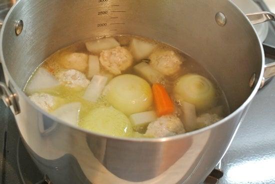 オイシックスの野菜と鶏肉でスープ