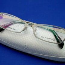 新しくメガネをアップ…