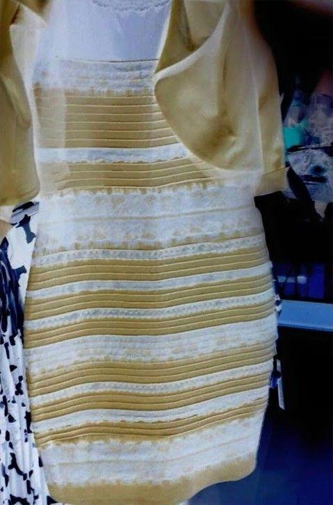 これが「白と金」と言ってる人が見ている光景かと思われます(笑) 青と黒に見えてる俺からはとても信じられないけど。