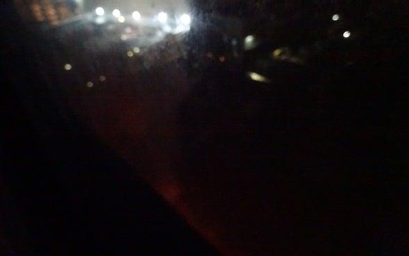 窓の下から煙が