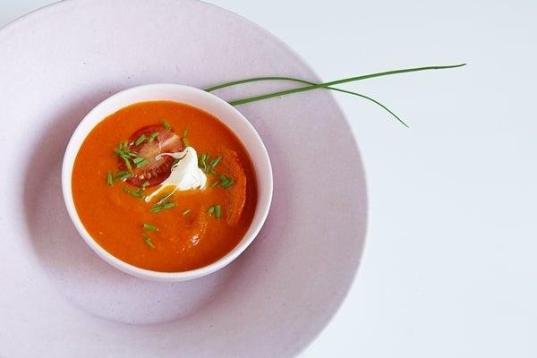 紅色スープとシブレット(チャイブ)