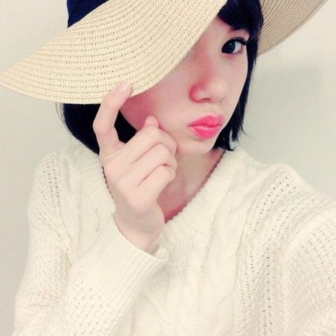 麦藁帽をかぶるマーシュ彩