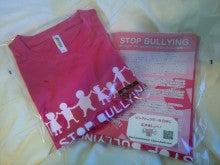 「一心堂」鈴木氏「StopBulling」Verピンクシャツ
