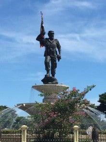 ニコラ・ロバウト像