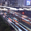 東京駅に流れ込む光の…
