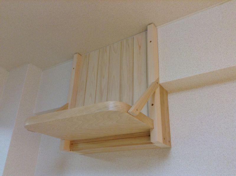 神棚の背面は檜製の羽目板