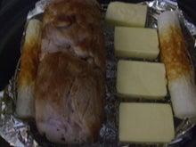 鍋に並べた燻製する素材
