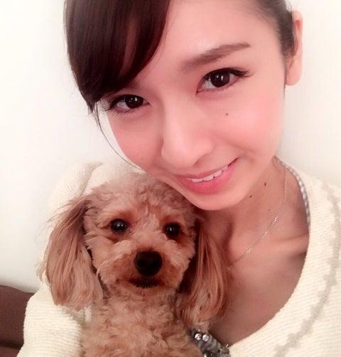 犬を抱く川村優希